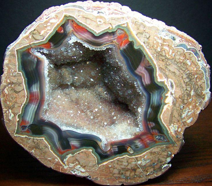 Жеоды, состоящие из опала, агата и халцедона (Thunder-egg Agate), изображение №12